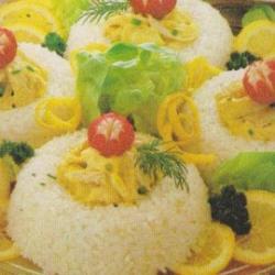 Timbales de riz au poulet, sauce curry