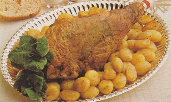 Gigot aux aromates et pommes de terre