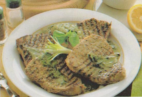 Steaks grillés sauce verte